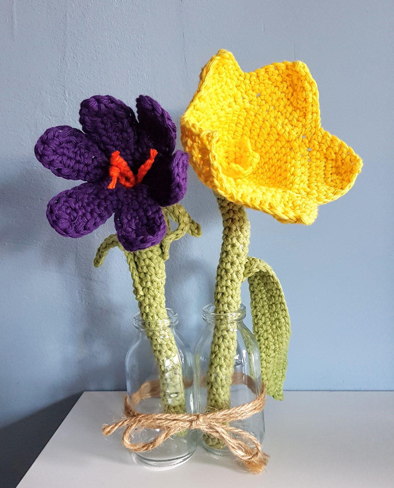 twee bloemen paars en narcis